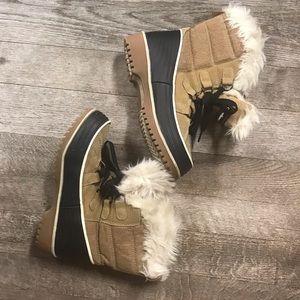 Shoes - Women's Size 6 Winter Boots